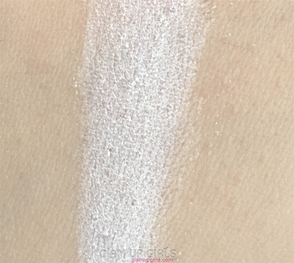 Christine Loose Powder in Ivory Swatch